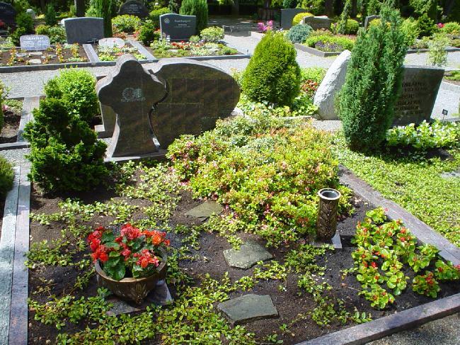 Preiswerte Grabpflege in Reichshof Nümbrecht und Waldbröl Gartenbau Jungjohann
