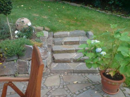Treppenanlage aus Natursteinblöcken